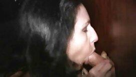 Putus cinta, dia membuka bibirnya dan meletakkan jari di vagina. novel lucah ustazah