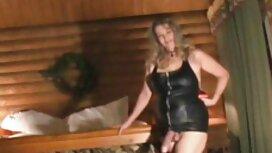 Dua gadis-gadis rusia adalah kurus, dan seorang lelaki telah cerita seks perempuan seks di sofa.