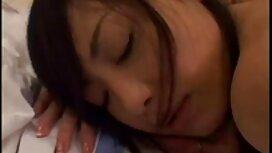 Rambut panjang gadis yang berbaring cerita lucah melayu rogol di kerusi kulit dan diletakkan keluar