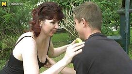 Seorang pria makan gadis cantik cerita lucah dalam kebun di pantat