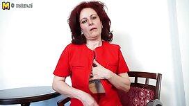 Suaminya mendorong isteri gila di sofa dan mengubah dia postur, satu demi satu. cerita lucah keluarga