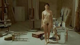 Sebuah cerita perempuan pancut pirang mendorong dirinya dengan kedua-dua lelaki dalam setiap lubang.